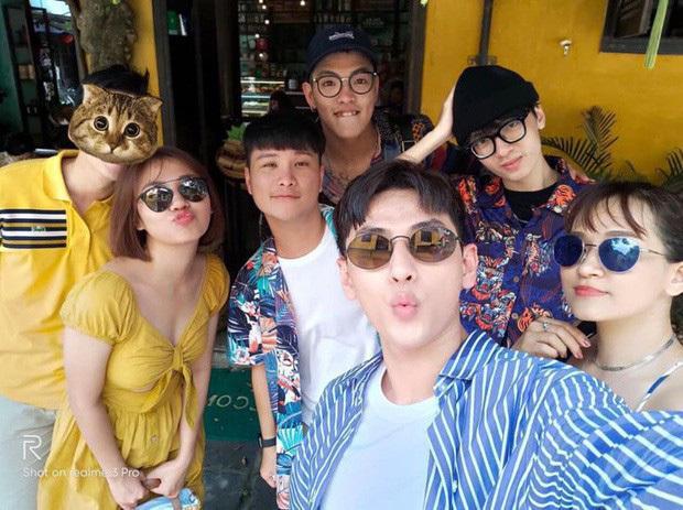 rước đó, Văn Mai Hương khiến nhiều người hoài nghi đang hẹn hò với bạn trai mới trong chuyến du lịch cùng bạn bè