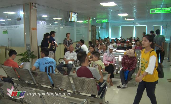 Bệnh viện đa khoa Quang Khởi đóng tại thị xã Hoàng Mai hiện đang trong tình trạng quá tải bệnh nhân.