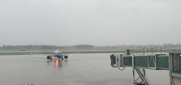 àng không hối hả triển khai bay sớm trước khi bão số 9 đổ bộ vào đất liền