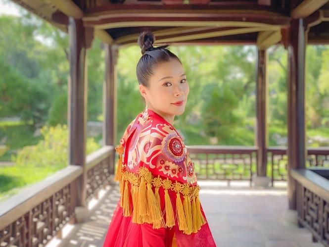 """Đặc biệt, """"Never Enough"""" được quay hình tại Đại nội Kinh thành Huế. Điều này không chỉ gây ấn tượng với ý nghĩa của bài hát, mà quan trọng hơn là hiệu quả cho việc quảng bá hình ảnh Huế nói riêng, Việt Nam nói chung tới khán giả quốc tế."""