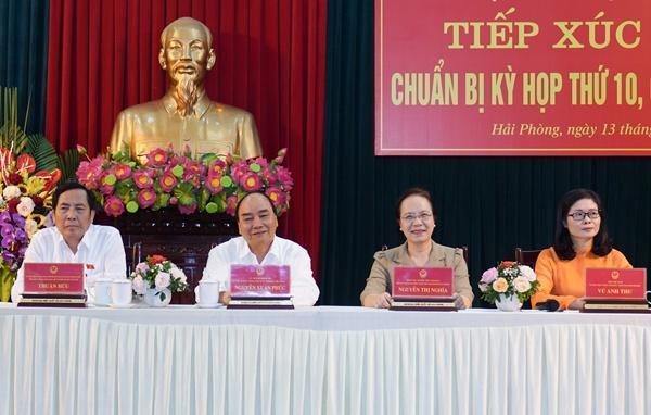 Thủ tướng Nguyễn Xuân Phúc và các đại biểu đoàn đại biểu Quốc hội TP Hải Phòng tại buổi tiếp xúc cử tri.