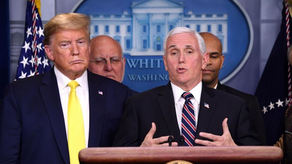 """Cả Tổng thống Trump lẫn Phó tổng thống Pence đang có nguy cơ cùng mắc Covid-19. Ảnh: AP.Chiến dịch tranh cử trước nguy cơ phá sản """"Quy trình ứng phó cho kịch bản này đã được thiết lập"""