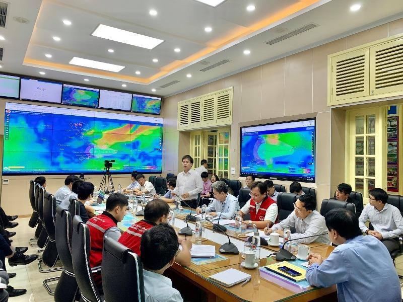 Ông Mai Văn Khiêm, Giám đốc Trung tâm Dự báo khí tượng thủy văn quốc gia thông tin về tình hình vùng áp thấp.