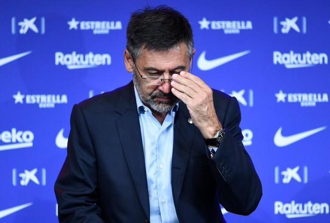 Josep Maria Bartomeu chính thức rời ghế lãnh đạo Barcelona.