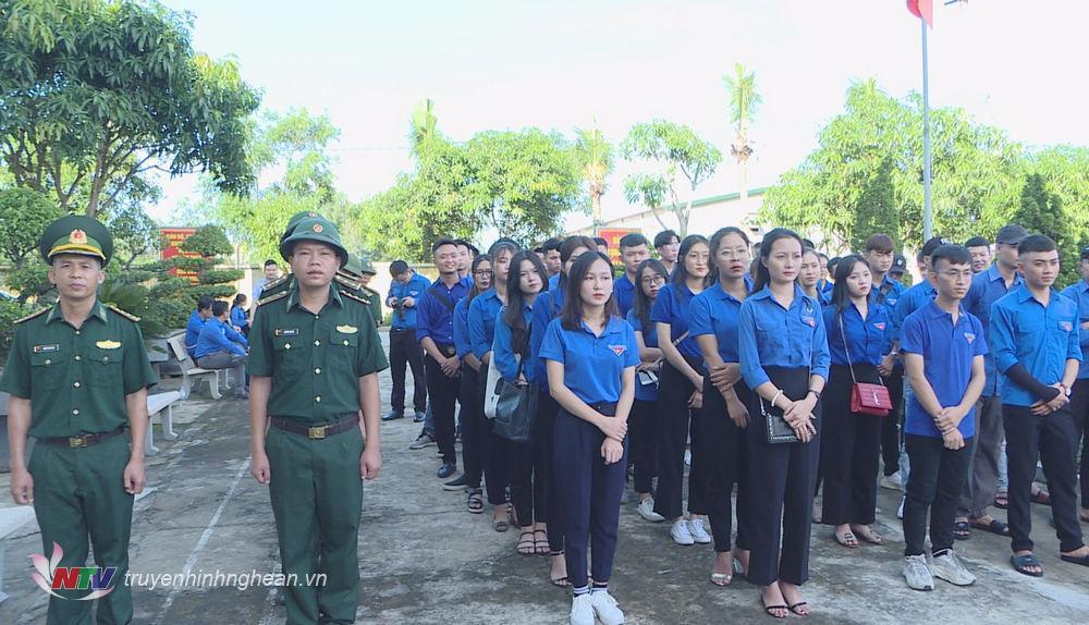 Đông đảo đoàn viên thanh niên tham gia chương trình.