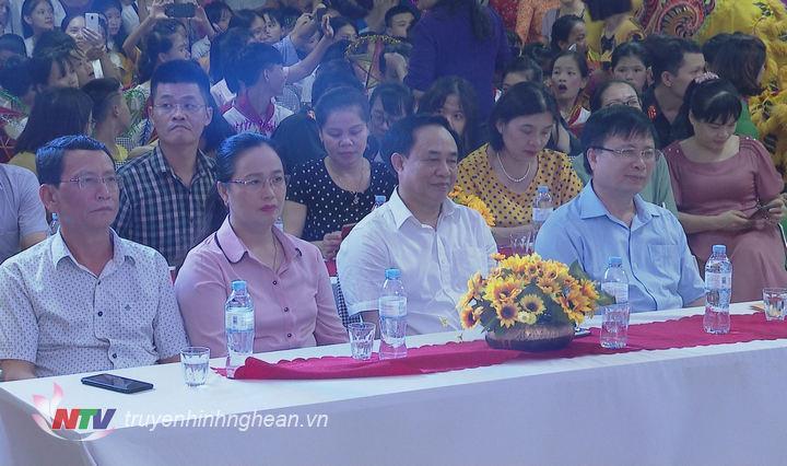 Các đại biểu dự chương trình.