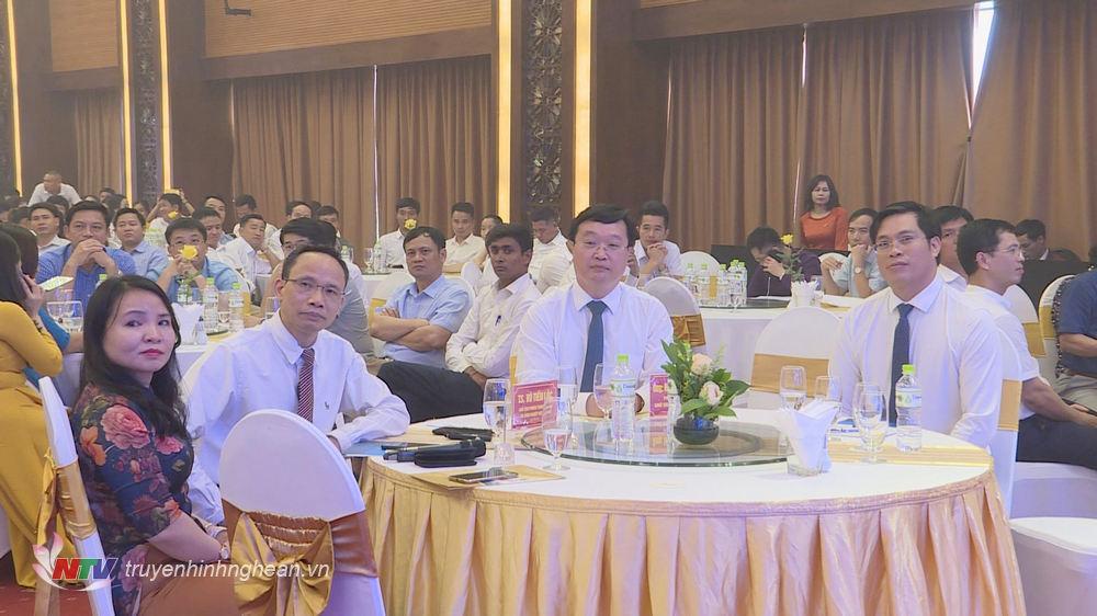 Các đại biểu dự diễn đàn.