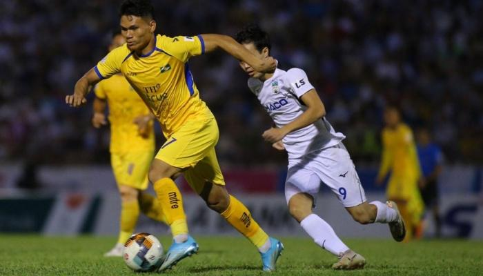 Sau vòng đấu thứ 12, SLNA tạm xếp vị trí thứ 10 trên bảng xếp hạng V-League 2020.