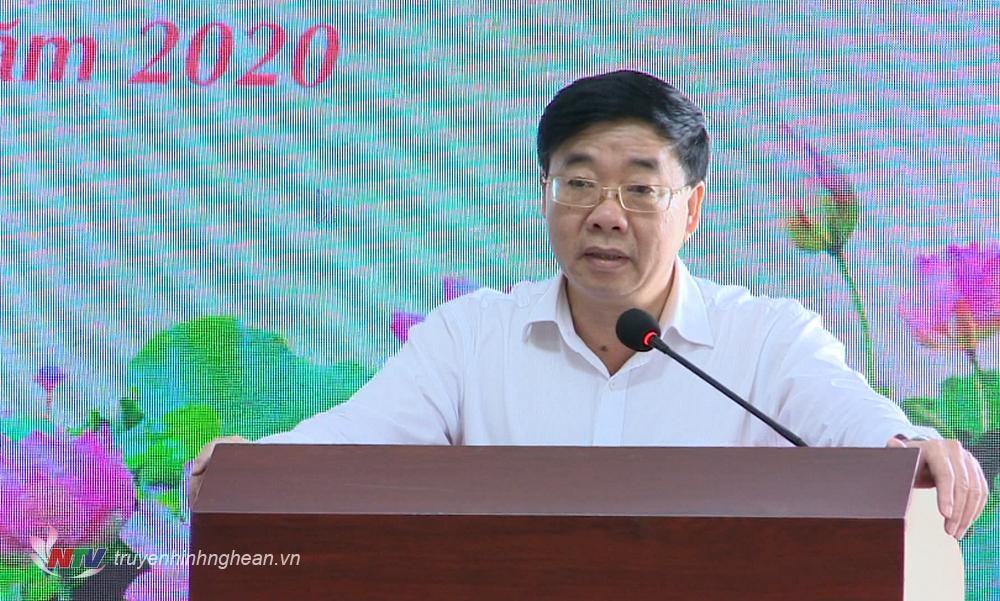 Phó Bí thư Tỉnh ủy Nguyễn Văn Thông phát biểu kết luận tại buổi họp báo.