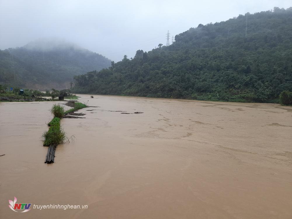 Hiện nay các tuyến đường giao thông ở huyện kỲ Sơn lưu thông gặp rất nhiều khó khăn.