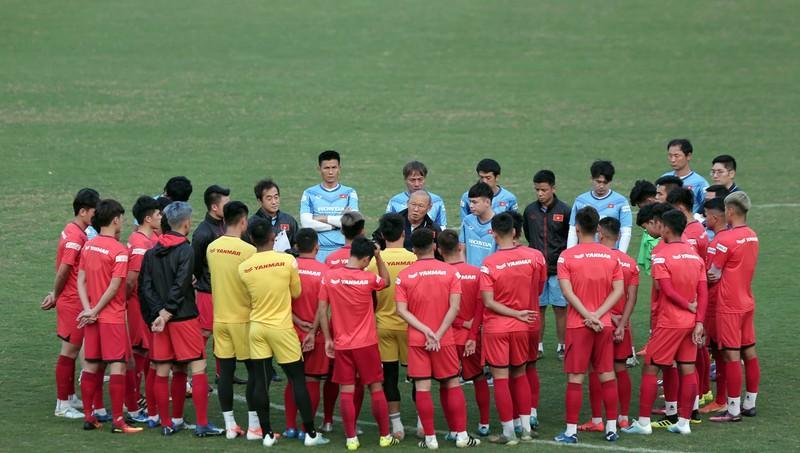 Các cầu thủ U-22 Việt Nam sẽ chia làm ba đợt tập trung từ đầu tháng 11.