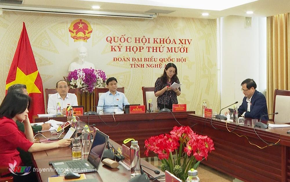Đại biểu Hoàng Thị Thu Trang nêu ý kiến tại kỳ họp.