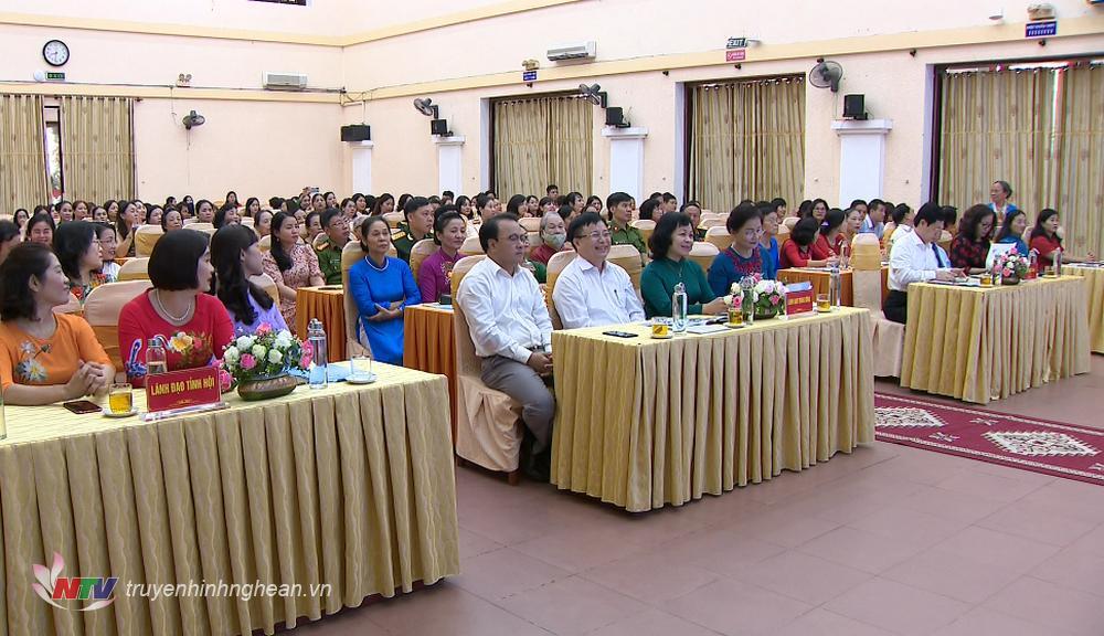 Các đại biểu dự tọa đàm.
