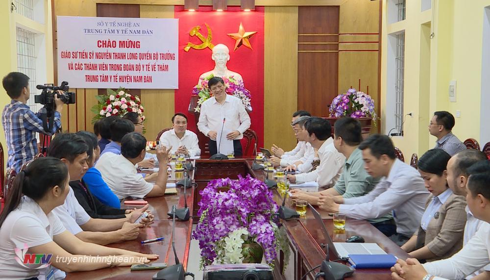 Quyền Bộ trưởng Bộ Y tế Nguyễn Thanh Long làm việc với Trung tâm Y tế Nam Đàn.