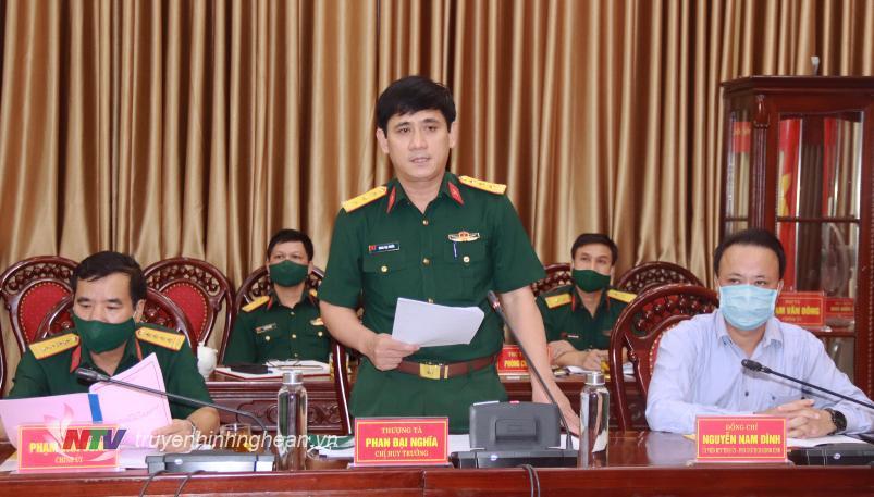 Thượng tá Phan Đại Nghĩa, Chỉ huy trưởng Bộ CHQS tỉnh báo cáo kết quả thực hiện nhiệm vụ Quân sự - Quốc phòng năm 2021 của Bộ CHQS tỉnh Nghệ An.