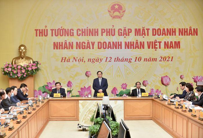 Thủ tướng Phạm Minh Chính gặp mặt các doanh nhân nhân ngày Doanh nhân Việt Nam. Ảnh: VGP.