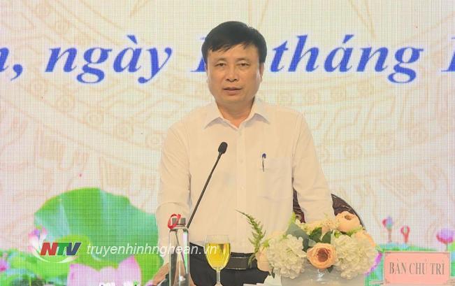 Phó Chỉ tịch UBND tỉnh Bùi Đình Long phát biểu tại cuộc họp báo.