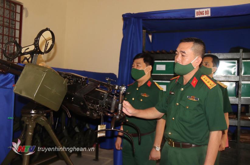 Kiểm tra công tác bảo quản vũ khí, trang bị kỹ thuật tại Ban CHQS huyện Tân Kỳ.