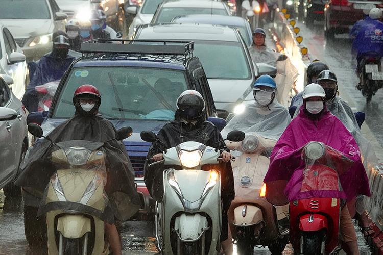 Bão số 8 mưa rất to từ Thanh Hóa đến Quảng Bình.