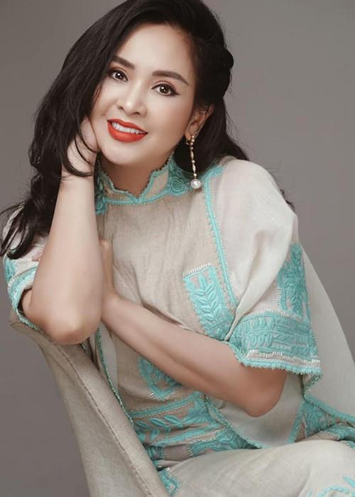 Nhan sắc của vợ cũ nhạc sĩ Quốc Trung vốn tươi trẻ.