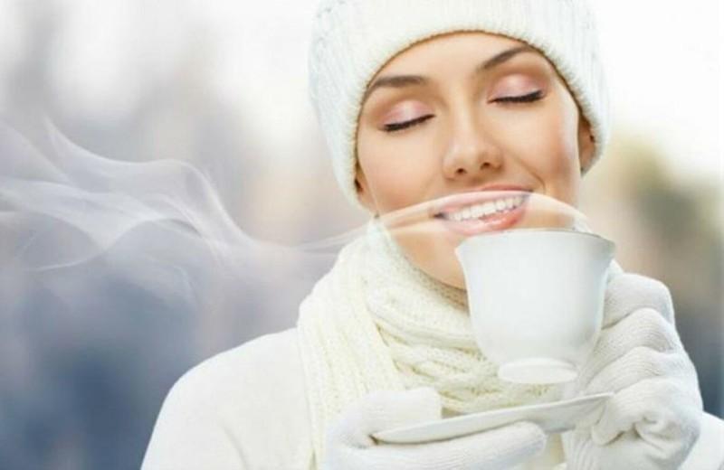 Tăng cường trao đổi chất: Một ly nước ấm vào buổi sáng khi bụng rỗng còn giúp tăng cường trao đổi chất và đảm bảo duy trì hoạt động của các cơ quan trong cơ thể giúp bạn thoát khỏi tình trạng đau nhức, khó chịu.