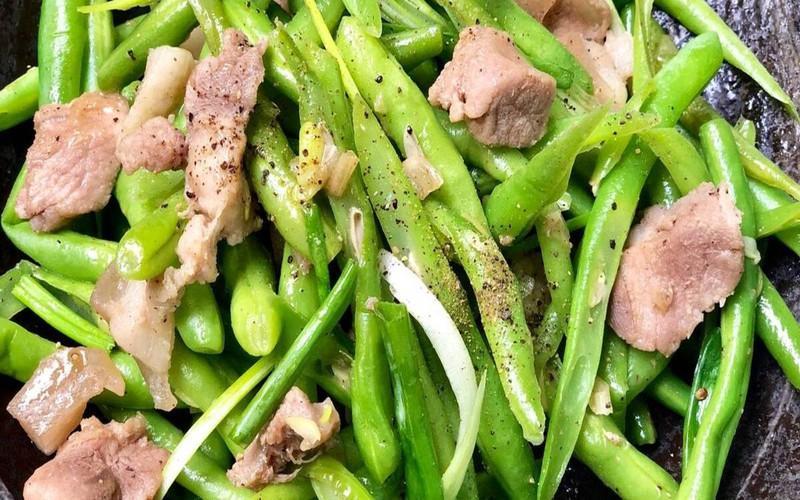 Trong đậu cô ve có chứa độc tố Saponin. Nếu không được nấu chín, chất saponin trong đậu sẽ kích thích mạnh hệ tiêu hóa gây ngộ độc và các triệu chứng viêm đường tiêu hóa.