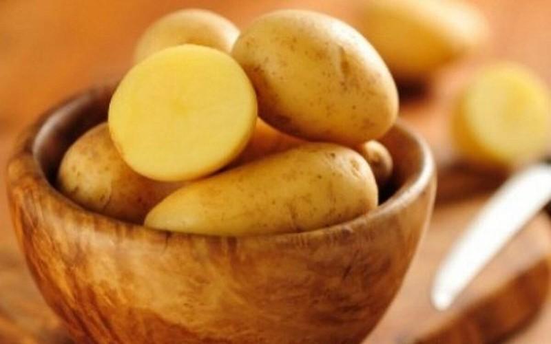 Khoai tây là loại rau ăn củ có chứa hàm lượng lớn tinh bột có lợi, có thể chuyển hóa thành các glucose để bảo vệ thành dạ dày của bạn và thúc đẩy đường ruột hoạt động hiệu quả hơn.