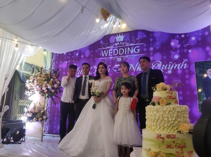 Chân dung cô dâu, chú rể với đám cưới có một không hai.
