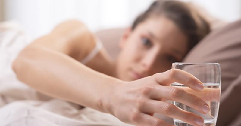 Tăng cường tuần hoàn: Nước ấm giúp tống hết độc tố và cặn bã ra ngoài, từ đó thúc đẩy hệ tuần hoàn hoạt động trơn tru.