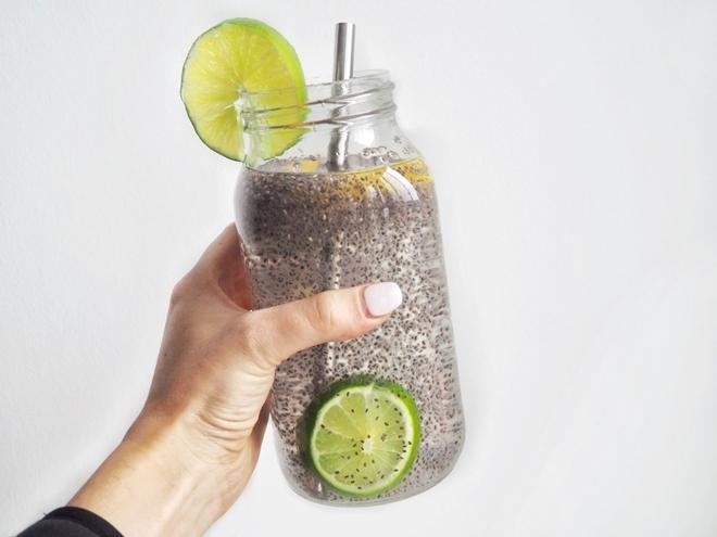 Nước hạt chia  Hòa hạt chia vào nước giúp bổ sung dinh dưỡng hiệu quả cho cơ thể. Đây còn là thức uống hỗ trợ giảm cân hiệu quả.
