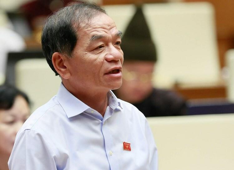 Đại biểu Lê Thanh Vân tranh luận với Bộ trưởng Trần Tuấn Anh trong phiên chất vấn sáng 7/11.