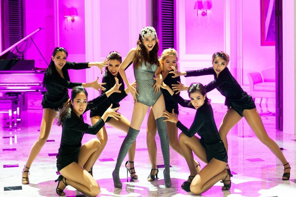 Nữ diễn viên được khen ngợi vì màn thể hiện vũ đạo đẹp mắt.