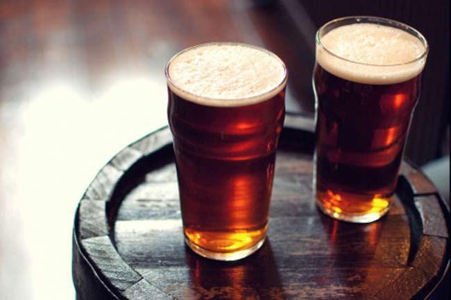 Bia: Hầu hết các loại bia đều không hoàn toàn chay. Một số loại bia sử dụng bóng cá để loại bỏ những chất thải trong quá trình ủ bia. Tuy nhiên các hãng bia thường không đưa bóng cá vào danh sách nguyên liệu trên bao bì.