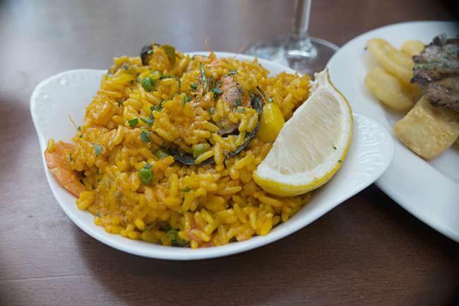 Cơm Tây Ban Nha: Các món Mexico là những thực phẩm tuyệt vời cho người ăn chay. Tuy nhiên bạn cần cẩn trọng với cơm Tây Ban Nha nấu theo kiểu Mexico, vì cơm Tây Ban Nha thường được chuẩn bị với nước gà.