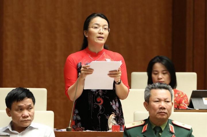 Đại biểu Quốc hội tỉnh Nghệ An Hoàng Thị Thu Trang phát biểu.