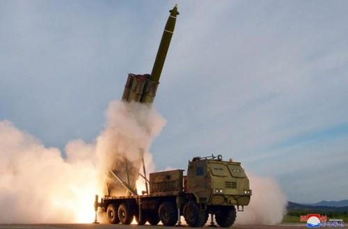 Hệ thống phóng rocket đa nòng cỡ lớn của Triều Tiên. Ảnh: KCNA