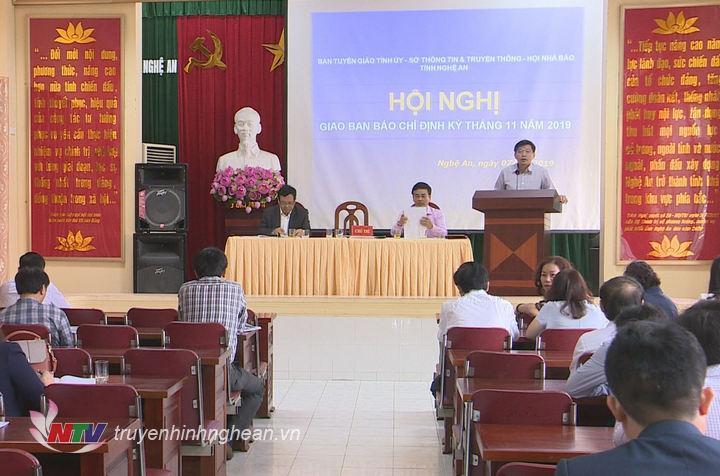 Phó Trưởng Ban Tuyên giáo Tỉnh ủy Kha Văn Tám phát biểu tại họp báo.