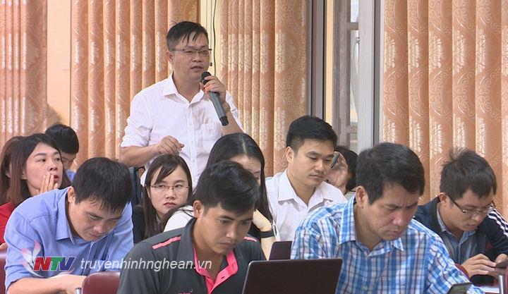 Đại diện cơ quan báo chí nêu ý kiến tại hội nghị.