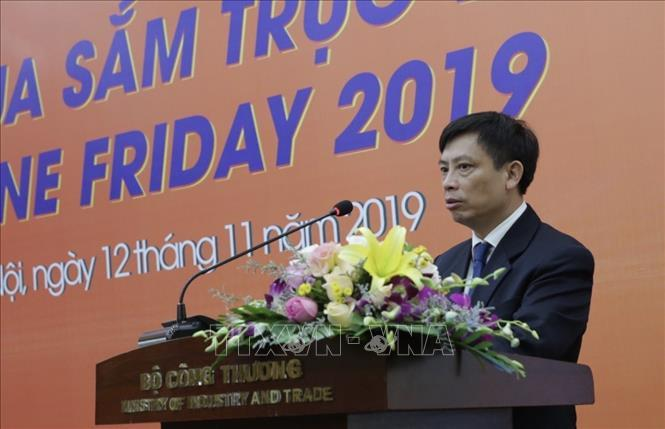 Đại diện Cục Thương mại Điện tử và Kinh tế số phát biểu tại lễ công bố.