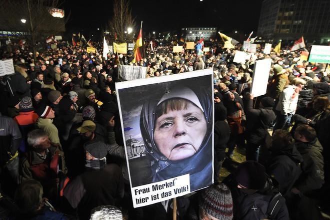 """Một cuộc biểu tình của phong trào Yêu châu Âu chống lại sự """"Hồi giáo hóa phương Tây""""."""