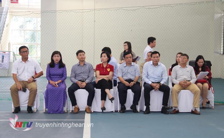 Các đại biểu tham dự lễ bế mạc và trao giải.