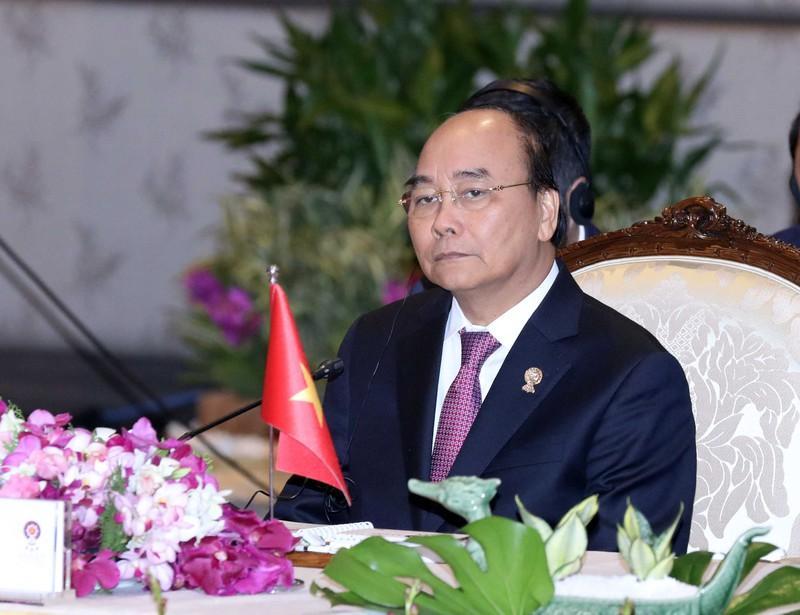 Thủ tướng dự phiên toàn thể Hội nghị Cấp cao ASEAN lần thứ 35.
