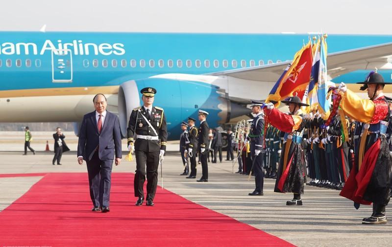 Đội trưởng đội danh dự mời Thủ tướng duyệt Đội danh dự.