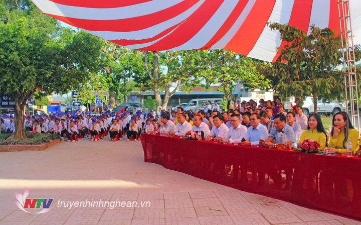 Các đại biểu dự lễ khánh thành.