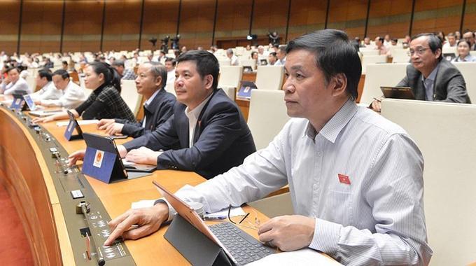 Đại biểu Quốc hội khóa XIV thông qua luật, nghị quyết tại kỳ họp thứ 10.