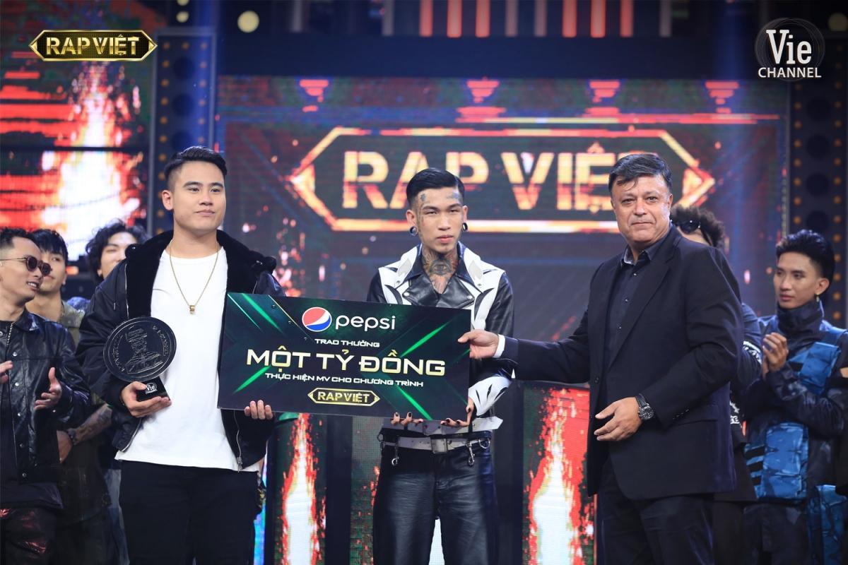 Quán quân và Á quân còn nhận giải thưởng 1 tỷ đồng để thực hiện MV đầu tiên sau khi đăng quang.