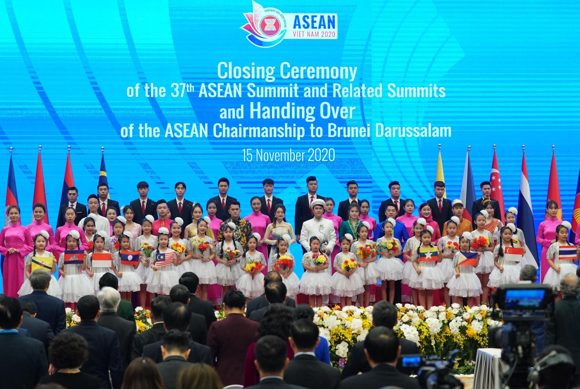 Lễ bế mạc Hội nghị Cấp cao ASEAN 37 và các hội nghị liên quan.