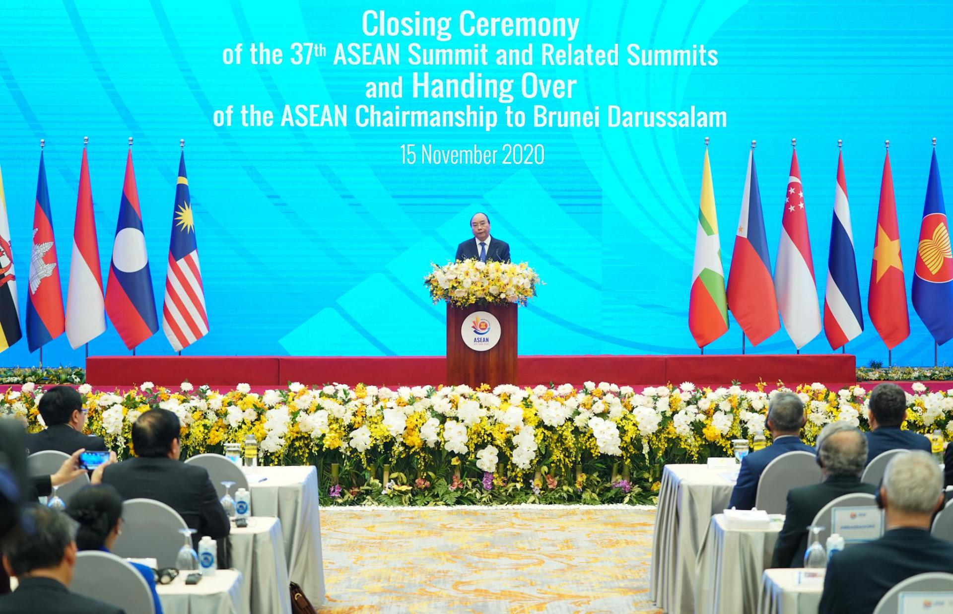 Thủ tướng Nguyễn Xuân Phúc-Chủ tịch ASEAN 2020-phát biểu tại lễ bế mạc Hội nghị Cấp cao ASEAN 37 và các hội nghị liên quan.