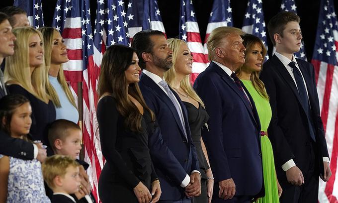 Gia đình Tổng thống Donald Trump tại Đại hội Toàn quốc đảng Cộng hòa ở Nhà Trắng hồi tháng 8. Ảnh: AP