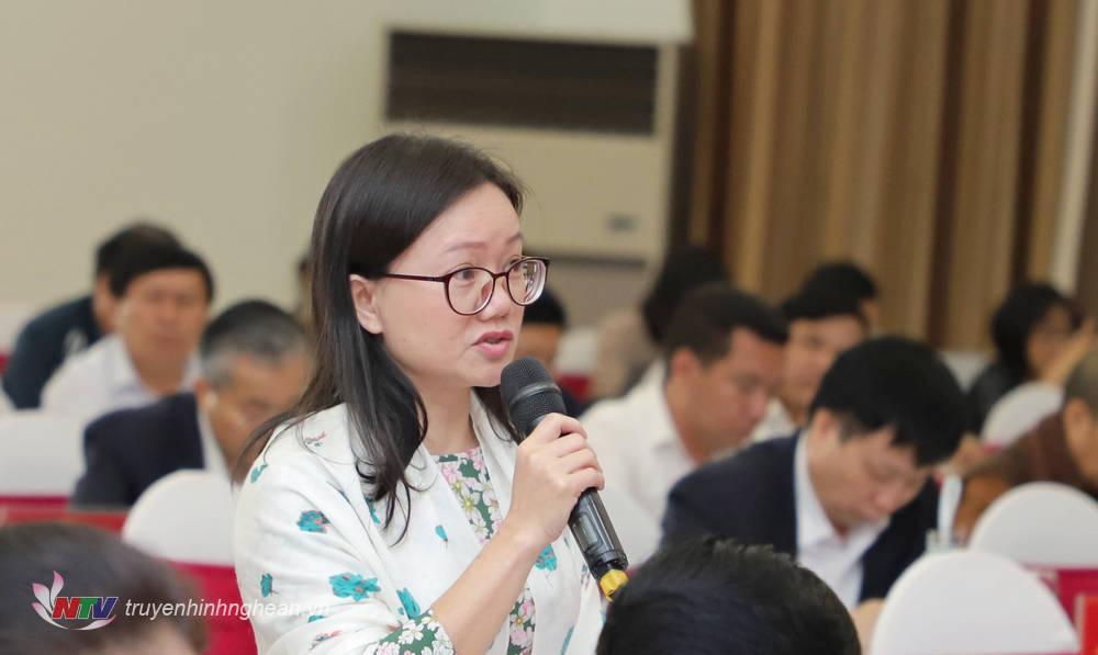 Đại biểu Thái Thị An Chung - Phó Trưởng ban Pháp chế, HĐND tỉnh phát biểu ý kiến